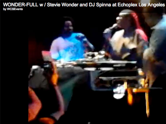 stevie wonder steve jobs los angeles Stevie Wonder Salue le Travail de Steve Jobs à Los Angeles (video)