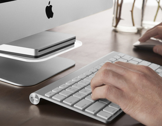 1 Support Quirky Stashboard iMac - Quirky Stashboard iMac : Etagere pour iPhone, Graveur DVD, Clavier (images)