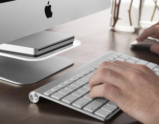 Quirky stashboard imac etagere pour iphone graveur dvd clavier