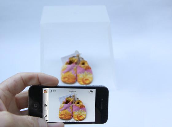 Lightcase-Kickstarter-Studio-Photo-iPhone-1