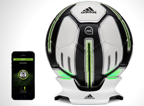 Adidas-miCoach-SMART-BALL-Ballon-Connecte-iPhone-1