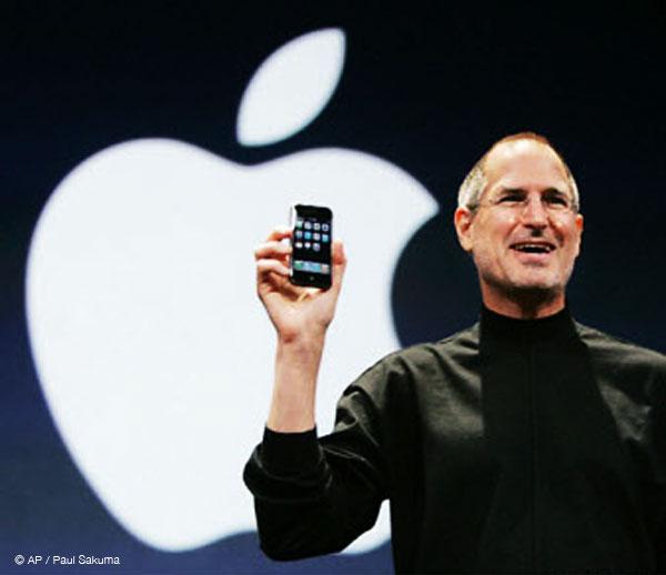 steve jobs iphone - 6 Années de Keynote iPhone Résumées en 6 minutes (video)