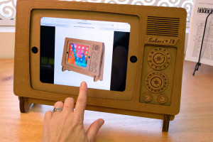 support-carton-ipad-tele-retro-1