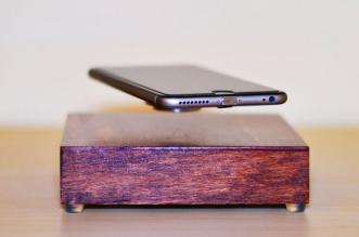 ovrcharge chargeur levitation magnetique iphone 1 331x219 - Ce Dock fait Voler votre iPhone pour le Recharger (vidéo)