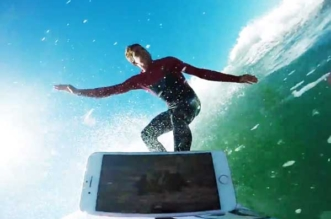 iphone-7-plus-tests-etancheite-surfeur-kai-lenny-2