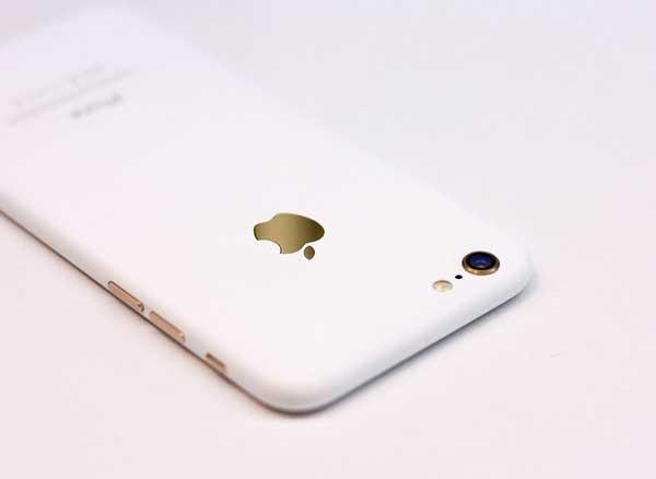 Un Iphone Blanc Mat Vaut Mieux Que 10 Jet Black Images Maxiapple Com