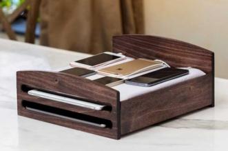 dock station accueil phone bed thriveglobal 1 331x219 - Pour Recharger vos iPhone et iPad Mettez les au Lit ! (images)