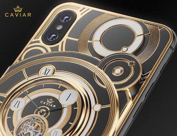 iphone xs montre grand complications tourbillon 4 - Caviar Met une Montre Tourbillon au dos de l'iPhone XS (video)