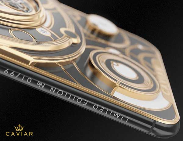 iphone xs montre grand complications tourbillon 5 - Caviar Met une Montre Tourbillon au dos de l'iPhone XS (video)
