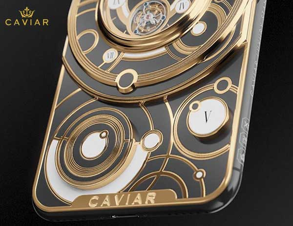 iphone xs montre grand complications tourbillon 6 - Caviar Met une Montre Tourbillon au dos de l'iPhone XS (video)