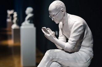 statue sculpture steve jobs sebastian errazuriz 2 331x219 - Sculpture Greco-Romaine de Steve Jobs à New York