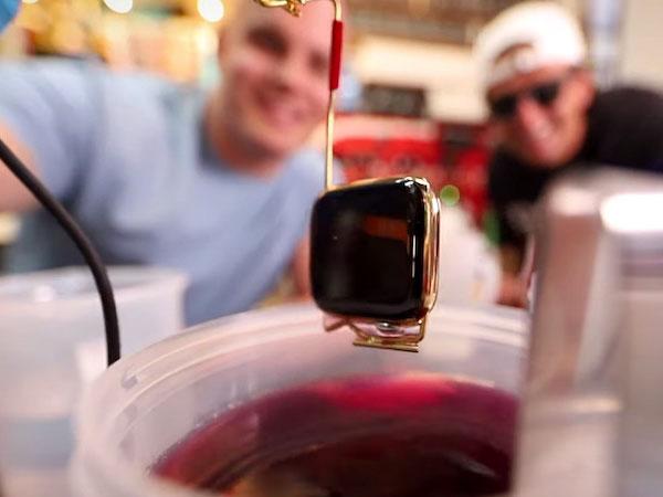 transformer montre apple watch en or 1 - Il Transforme son Apple Watch en OR sans OR (video)