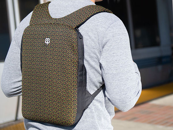 sac a dos transport extra plat macbook 4 - Ce Sac à Dos pour MacBook Pro est le Plus Plat au Monde (images)