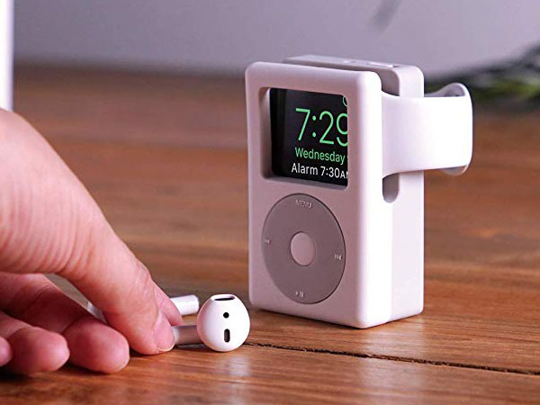 elago w6 stand support montre apple watch ipod 01 - Ce Support Transforme l'Apple Watch en Mini iPod (images)
