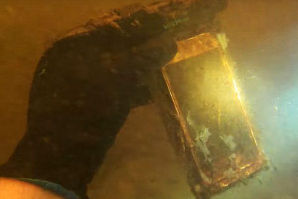 iphone riviere 15 mois sous eau michael benett maxiapple 1 600x400 - 15 Mois Passé dans une Rivière cet iPhone X Fonctionne (video)